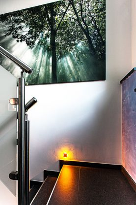 trittsicher im treppenhaus mit led beleuchtung martin j de. Black Bedroom Furniture Sets. Home Design Ideas