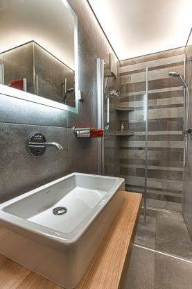 Privathaus/Neubau/Badezimmer